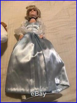 Disney Cinderella and Prince Charming Limited Edition Porcelain dolls 970/5000