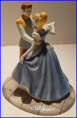 Royal Doulton Cinderella and Prince Charming This is Love CINDSC 20246 MINT